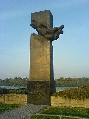 Operation Retribution (1941) - Image: Spomenik pilotima 1941