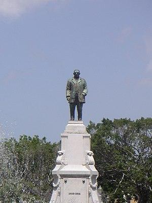 Plaza Las Delicias - The Statue of Luis Muñoz Rivera is the centerpiece of Plaza Muñoz Rivera