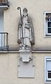 Statue of Richard of Chichester at Siebenbrunnengasse 78-76, Margareten.jpg