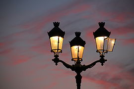 Streetlight pont des Catalans sunset.jpg