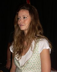 Summer Glau at Golden Apple Comics 2008.jpg