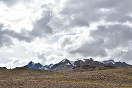 Surrounding Mountains and grassland, Chandra Taal (Lake), HP, India, D35 7287nx-01 01.jpg