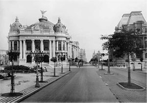 Theatro Municipal (Rio de Janeiro) - The Municipal Theatre as seen from the Central Avenue (now Rio Branco Avenue), circa 1909.