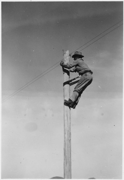 File:Telephone maintance lineman - NARA - 285866.tif