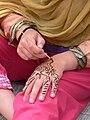 Tell Arab - Frauen beim Hennabemalen 3 Hand.jpg