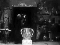 Archivo: The Haunted Curiosity Shop (1901) .ogv