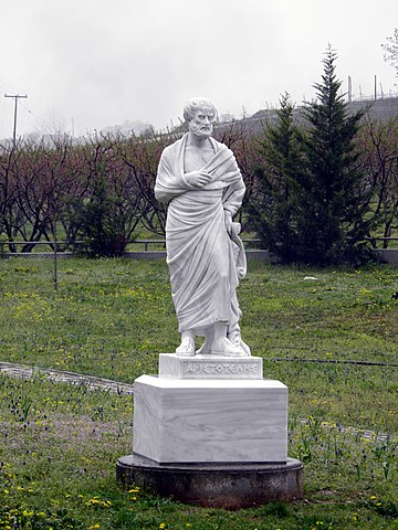 Статуя Аристотеля в Миезе, на территории Нимфеона