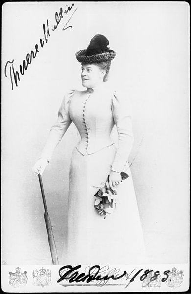 File:Therese Malten Kniestueck.jpg