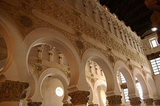 Toledano - Image: Tolede.Santa Maria la Blanca.intérieur 2
