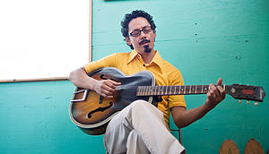 https://upload.wikimedia.org/wikipedia/commons/thumb/8/8b/Tommy_Guerrero.jpg/300px-Tommy_Guerrero.jpg
