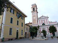 Tovo San Giacomo-piazza principale.jpg