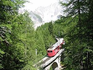 Chemin de fer du Montenvers - View of the train and the Mer de Glace