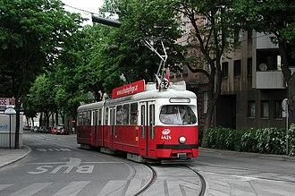 Meidling - Line 62: E 4424 in Dörfelstraße (street).