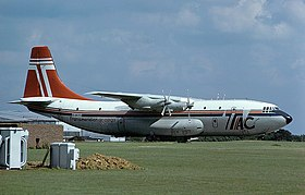 Uno Short Belfast della Transmeridian Air Cargo in sosta all'aeroporto di Londra-Stansted, 1979.