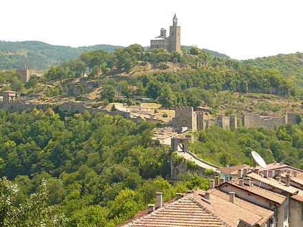 Tsarevets, a medieval stronghold in the former capital of the Bulgarian Empire — Veliko Tarnovo. Tsarevets.JPG