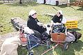 Twee jonge dames verkleed met kinderwagen 1 april feest Brielle.jpg