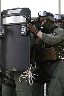ballistic shield wikipedia