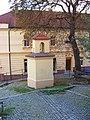 U Zvoničky, zvonička, pohled k Veleslavínské.jpg