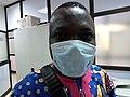 Un béninois protégé par le masque de protection contre la propagation de la pandémie COVID19 au Bénin.jpg