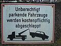 Unberechtigt parkende Fahrzeuge werden kostenpflichtig abgeschleppt.JPG