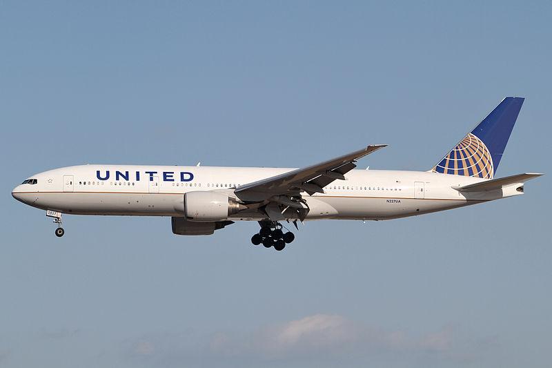 Datei:United Airlines B777-200ER(N227UA) (6781913989).jpg