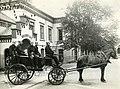 Utrykningsvogn utenfor brannvakta i Kongens gate (1914) (10070704673).jpg