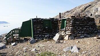 Uummannaq-santa-claus-turf-hut