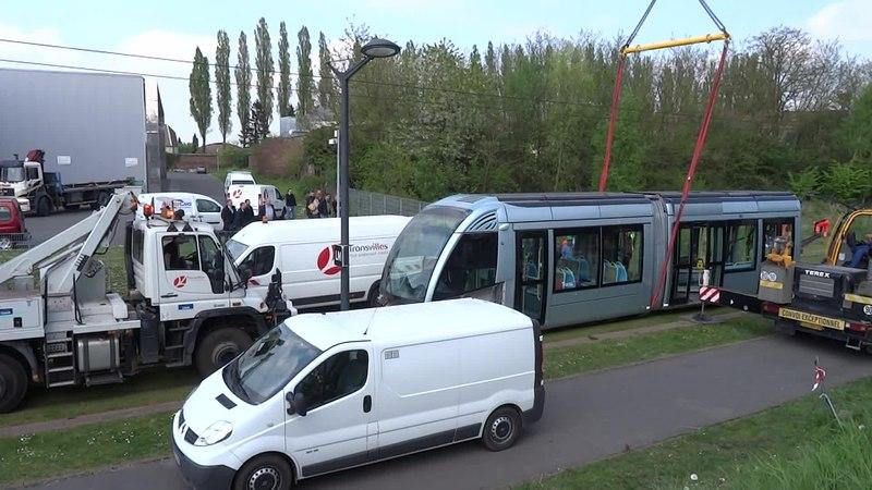 File:Valenciennes & Anzin - Déraillement de la rame de tramway n° 17 à la sortie du dépôt de Saint-Waast le 11 avril 2014 (083A).ogv
