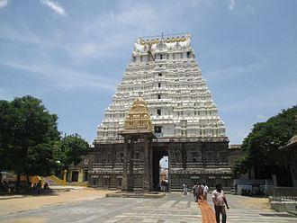Varadharaja Perumal Temple, Kanchipuram - Halls in the temple with sculpted pillars