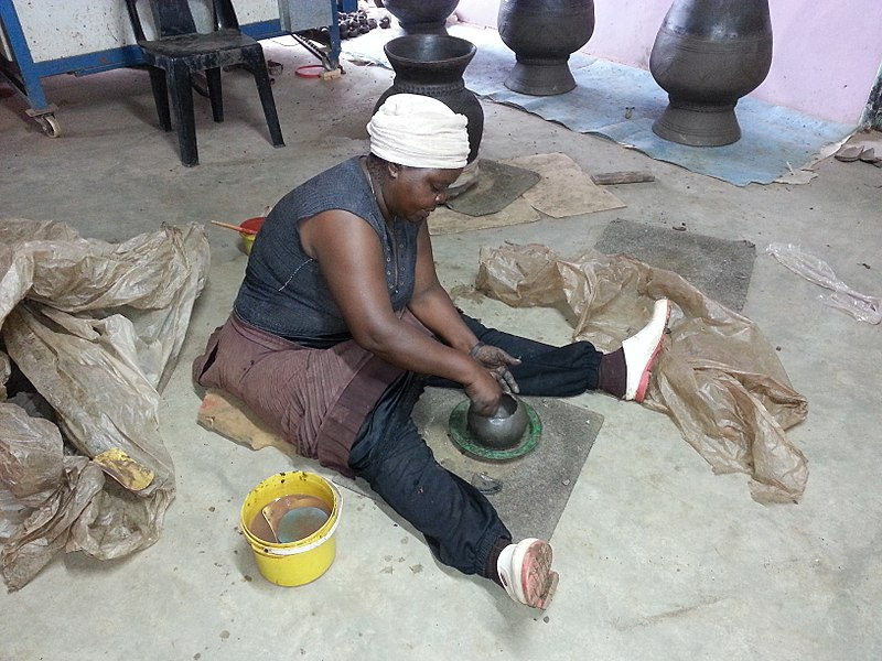 Archivo:Venda Woman - Pottery.jpg