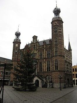 Markt met stadhuis