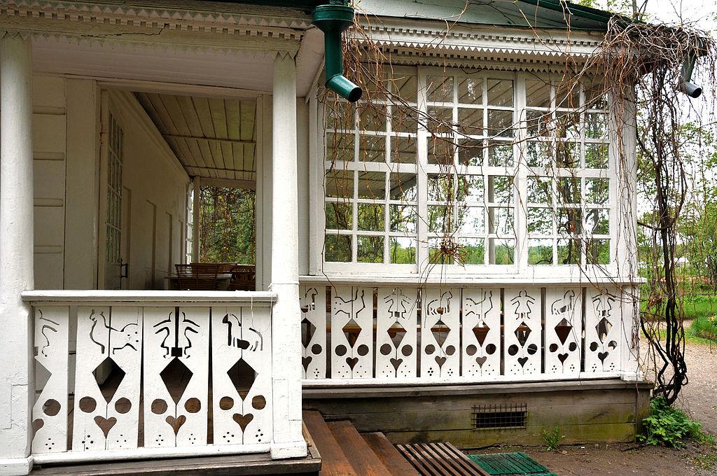 File veranda della casa di wikimedia commons for Porte della casa di tronchi