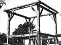 Vierkantconstructie van de boerderij tijdens de sloop. De landelijke bouwkunst in Hollands Noorderkwartier, afb. 394, pag. 303. - Beemster - 20451165 - RCE.jpg