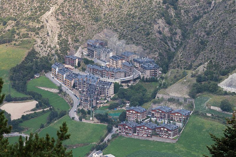 File:Vista dende Les Pardines. Andorra 230.jpg
