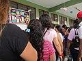 Votantes haciendo su cola para votar en las elecciones de Loreto 2018.jpg