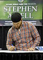 WW Chicago 2015 - Stephen Amell (20425450154).jpg