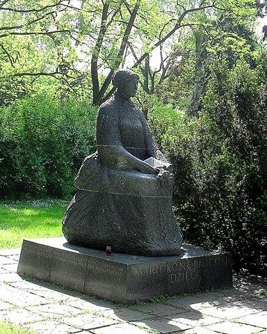 Варшава, памятник Марии Конопницкой