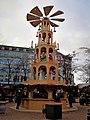 Weihnachtspyramide in Kiel 2017.jpg