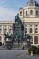 Wien Museumsplatz Maria Theresien Denkmal SO.jpg