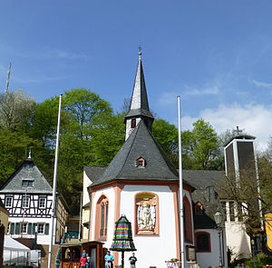 Wiesbaden-Frauenstein - The new and old churches.