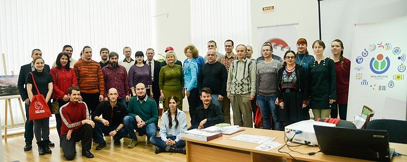 На загальному фото переможці, організатори, члени журі, партнери; фото Валерії Мезенцевої, cc by-sa 4.0