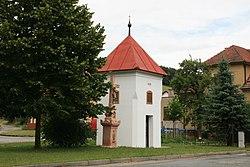 Závist, zvonice s křížem (6258).jpg