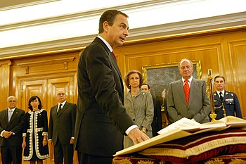 Zapatero prometiendo su cargo ante Juan Carlos I %282008%29