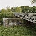 Zicht op de voormalige spoorbrug, vakwerkbrug, met bakstenen pijler - Waalwijk - 20396354 - RCE.jpg
