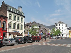 Zottegem - Image: Zottegem, straatzicht Stationsplein Musselystraat foto 2 2013 05 07 12.17