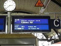 Zugzielanzeige KM mit verspätetem Folgezug.jpg