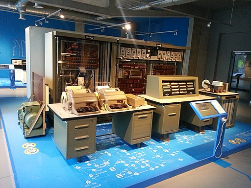 Der Zuse Z23 Computer in der Ausstellung des ZCOM.