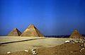 Ägypten 1983 (34) Gizeh- Die Großen Pyramiden (22461336524).jpg