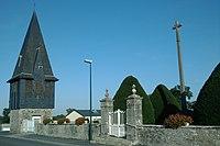 Église Saint-André de Saint-André-de-Bohon - Clocher déporté.jpg