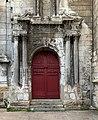 Église Saint-Pierre d'Auxerre - porte latérale.jpg